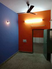 2 BHK house for lease at Indiranagar for 8 lacs, Ground floor